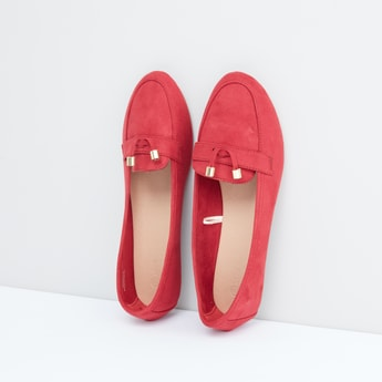 حذاء سهل الارتداء بتفاصيل ميتاليك