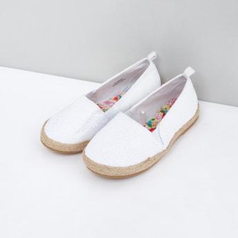 حذاء سهل الارتداء مطرّز