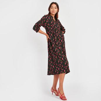 فستان إيه لاين متوسط الطول بياقة مستديرة حرف V وأكمام 3/4 وطبعات زهرية