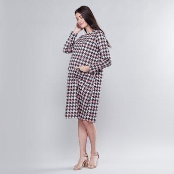 فستان حوامل إيه لاين متوسط الطول بأكمام طويلة وتفاصيل جيوب وطبعات