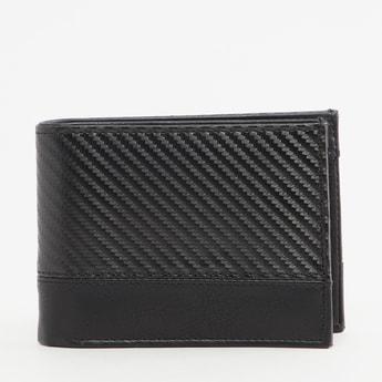 محفظة بارزة الملمس بطيّة مزدوجة وجيوب متعددة للبطاقات