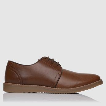 حذاء رسمي برباط لإحكام الغلق