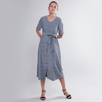 فستان إيه لاين متوسّط الطول بأكمام قصيرة وأربطة