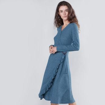 فستان إيه لاين بارز الملمس متوسط الطول بأكمام طويلة وتفاصيل عقدة