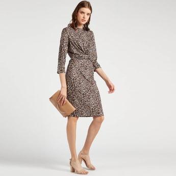 فستان إيه لاين متوسط الطول بعقدة أمامية وطبعات حيوانات