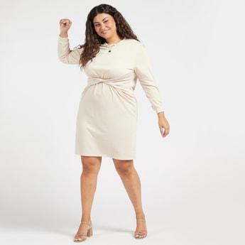 فستان سادة متوسط الطول بياقة مستديرة وأكمام طويلة