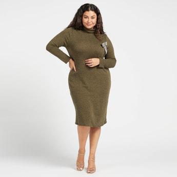فستان إيه لاين بارز الملمس بأكمام طويلة وياقة ضيقة