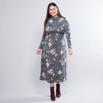 فستان بقصّة على شكل A بياقة متدلية وطبعات