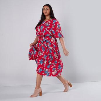 فستان إيه لاين متوسط الطول بياقة قارب وأكمام قصيرة وطبعات زهرية