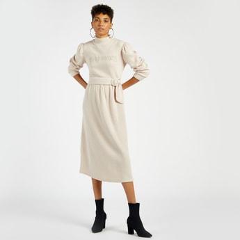 فستان ميدي إيه لاين بارز الملمس بحزام على الخصر وأكمام منفوخة