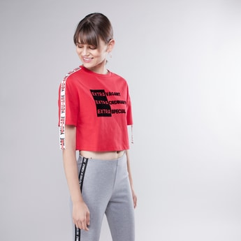 Printed Crop T-shirt with Round Neck and Tape Detail Short Sleeves