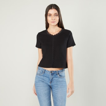 Lace Detail T-shirt with Round Neck and Short Sleeves