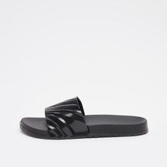 حذاء خفيف بطبعات تجريدية