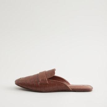 حذاء مسطح بارز الملمس