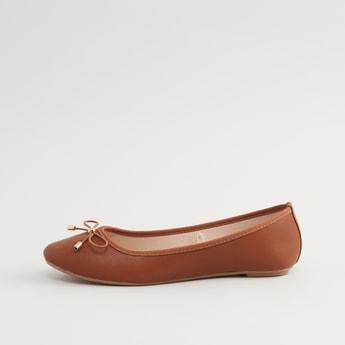 حذاء باليرينا بارز الملمس وسهل الارتداء بفيونكة