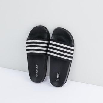 حذاء خفيف بأحزمة مقلّمة