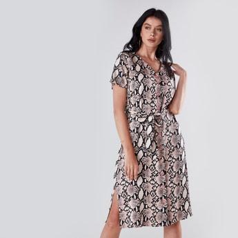 فستان متوسط الطول بياقة V وطبعات