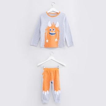 Printed Raglan Sleeves T-Shirt with Jog Pants