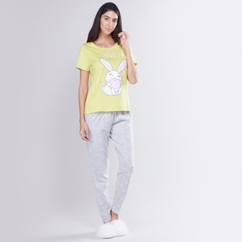 Printed Short Sleeves T-shirt with Full Length Jog Pants