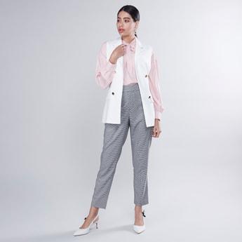 Plain Sleeveless Jacket with Pocket Detail and Tie Ups