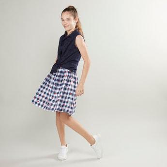 فستان كاروهات دون أكمام بتفاصيل عقدة