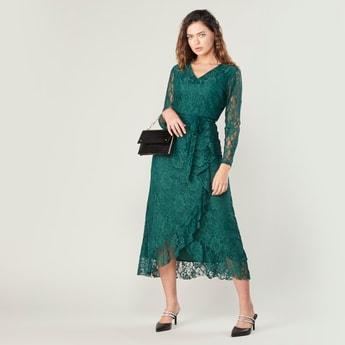 فستان ملفوف إيه لاين طويل بارز الملمس بأكمام طويلة وتفاصيل كشكش