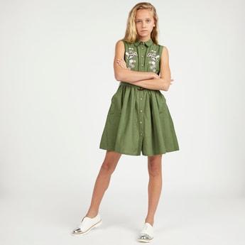 فستان قميص مطرز بدون أكمام وبجيب وحزام