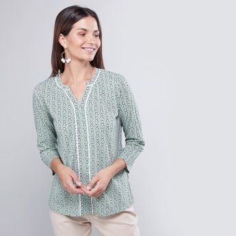 Printed V-Neck Blouse with 3/4 Sleeves and Contrast Piping