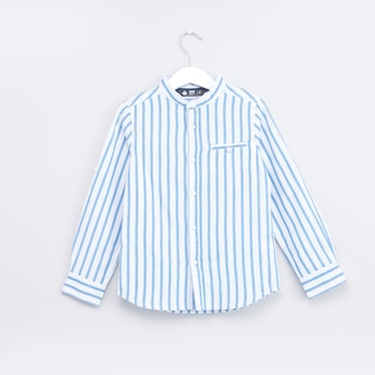 قميص مقلّم بأكمام طويلة