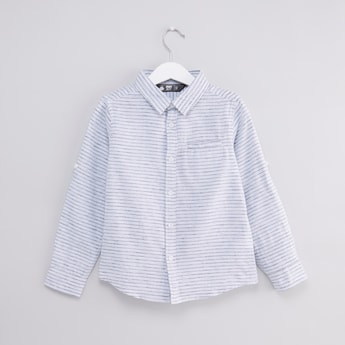 قميص مقلّم بأكمام طويلة وجيب داخلي
