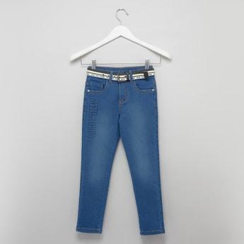 بنطلون جينز طويل بطبعات وتفاصيل جيوب وحلقات للحزام
