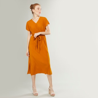 Textured Midi Wrap Dress with V-neck and Extended Sleeves