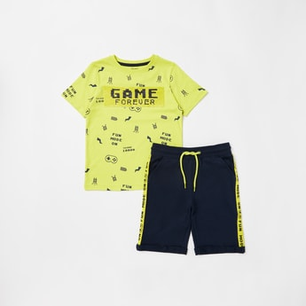 Printed Short Sleeves T-shirt and Knee Length Shorts Set