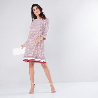 فستان واسع متوسط الطول بأكمام 3/4 وطبعاتة