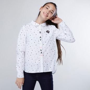 قميص بأكمام طويلة وياقة عادية وطبعات