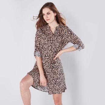 فستان قميص متوسط الطول بحزام قماشي وطبعات حيوانات
