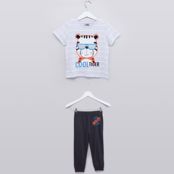 Printed T-shirt with Jog Pants