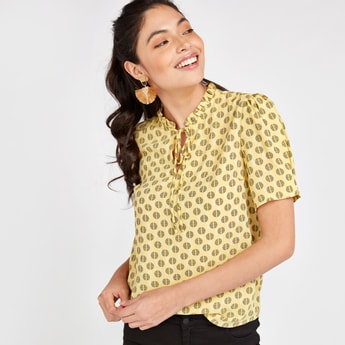 Print Top with Short Sleeves and Tie Ups