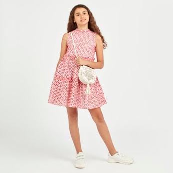 فستان بياقة مستديرة دون أكمام بطبعات