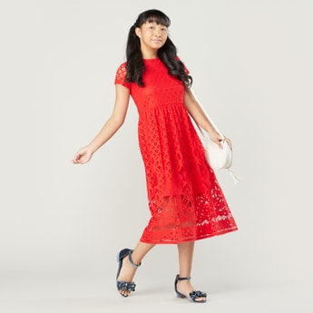 Lace Dress with Round Neck and Short Sleeves
