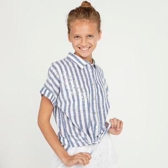 قميص مقلم بأكمام قصيرة وأربطة