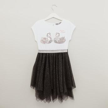 فستان 2-في-1 مزيّن بياقة مستديرة من سوان