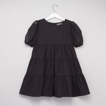فستان بثنايا بارز الملمس بأكمام قصيرة
