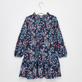 فستان بأكمام طويلة وخصر على شكل فراشة وطبعات