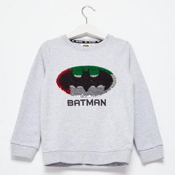 سويت شيرت باتمان بتفاصيل ترتر مع ياقة مستديرة وأكمام طويلة