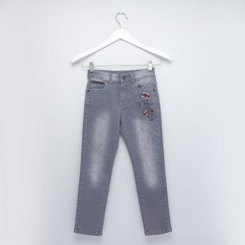 بنطلون جينز بطبعات وزر إغلاق و5 جيوب