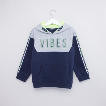 Printed Long Sleeves Sweatshirt with Kangaroo Pockets and Hood