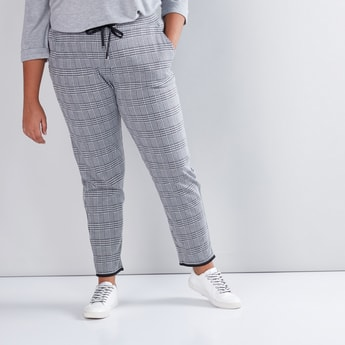 Chequered Pants with Pocket Detail and Drawstring