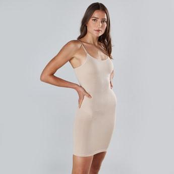مشد فستان بارز الملمس بدون أكمام
