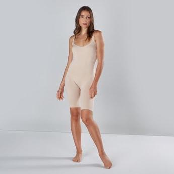 ملابس داخلية لتشكيل الجسم بطول الركبة مع ياقة عميقة وحمالات